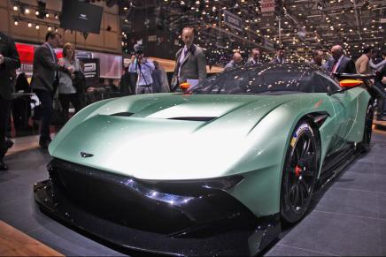 Aston Martin Vulcan представлен на Женевском автосалоне