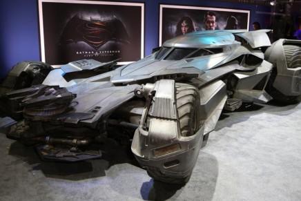 Колеса правосудия или фото 3-х тонного бэтмобиля